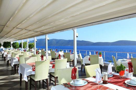 restaurant met zeezicht